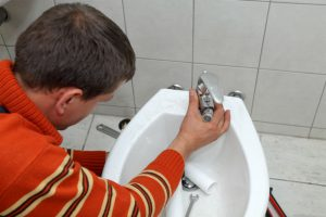 How to Install a Hand Bidet Sprayer: Your DIY Guide