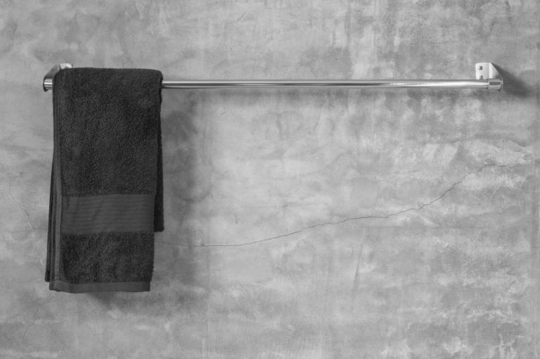 How to Install Towel Bars: A Quick and Easy Guide